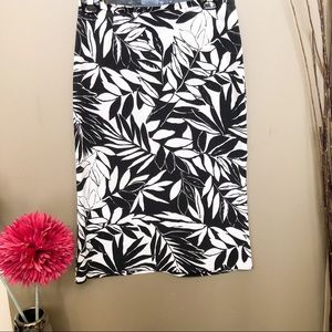 AWear black and white unlined skirt